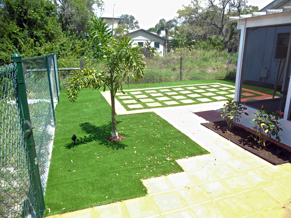 Artificial grass tallahassee florida putting greens for Landscaping rocks tallahassee