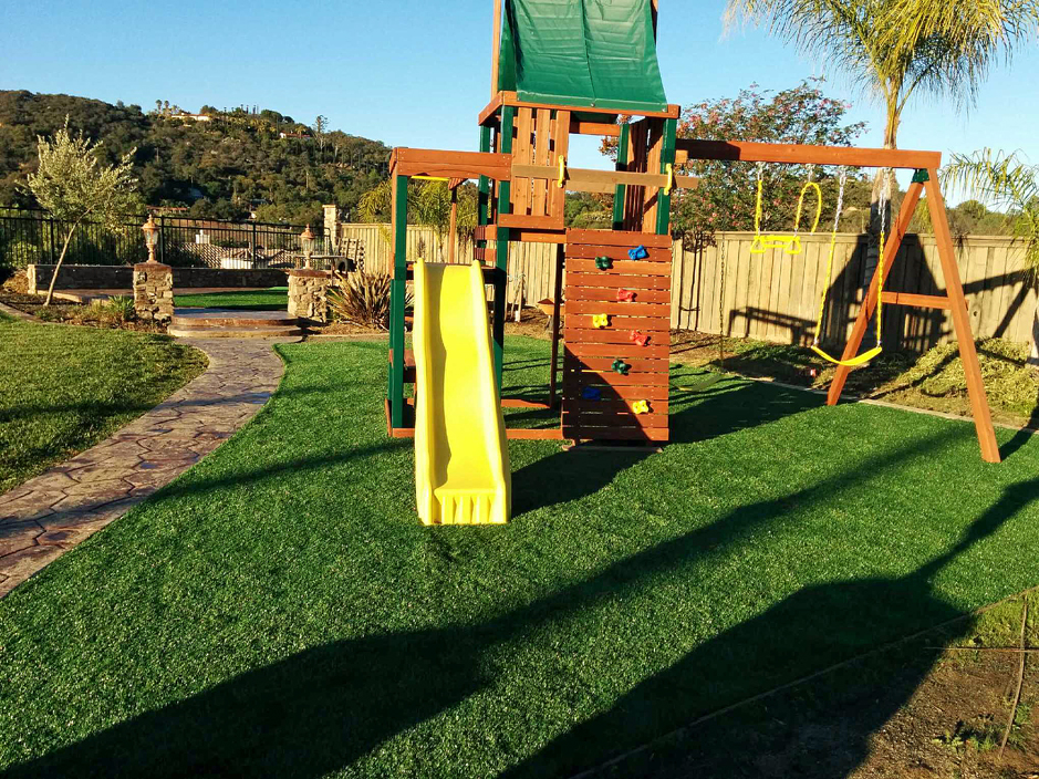 Artificial Grass San Diego, California. Putting Greens. Synthetic Grass San Diego. Playgrounds