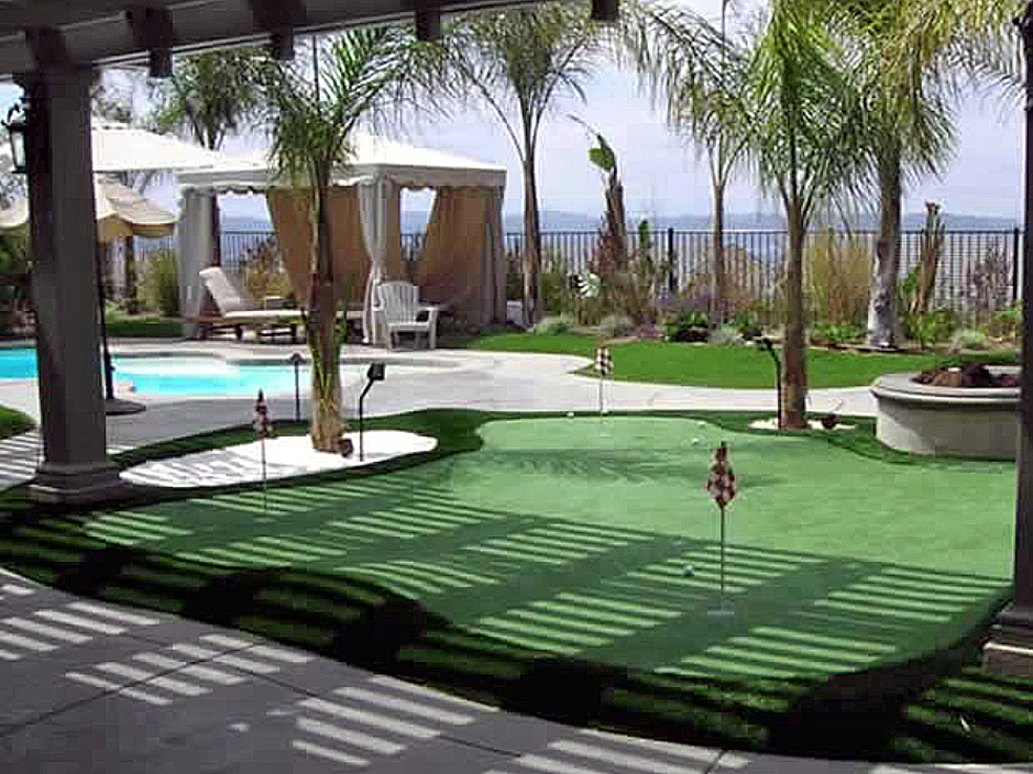 Golf putting greens practice swimming pool installation for Home turf texas landscape design llc houston tx