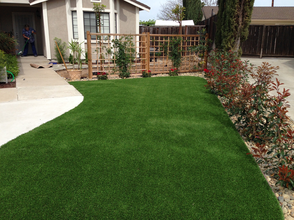 Artificial grass torrance california putting greens for Grass garden designs