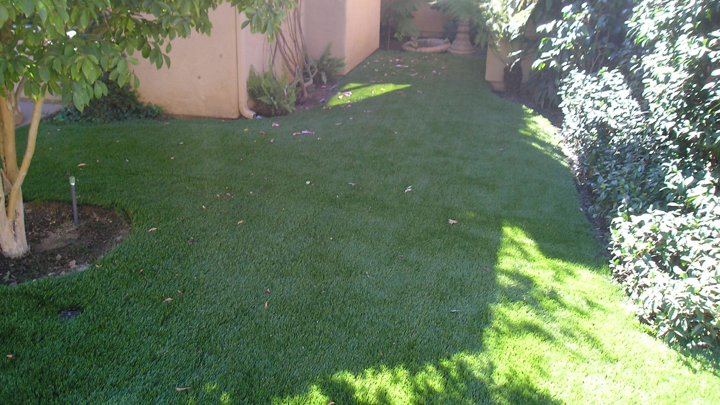 S Blade-90 real grass,most realistic artificial grass,realistic artificial grass,artificial lawn,synthetic lawn,fake lawn,turf lawn,fake grass lawn