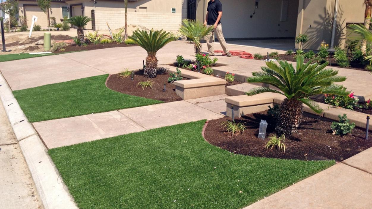 Artificial Grass Front Yard in Fresno, California