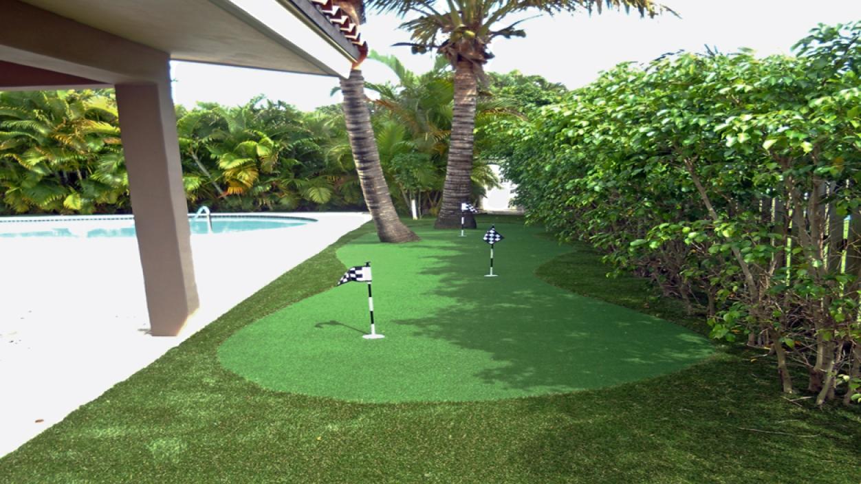 Artificial grass lawn backyard putting green golf greens practice backyard landscape ideas landscaping