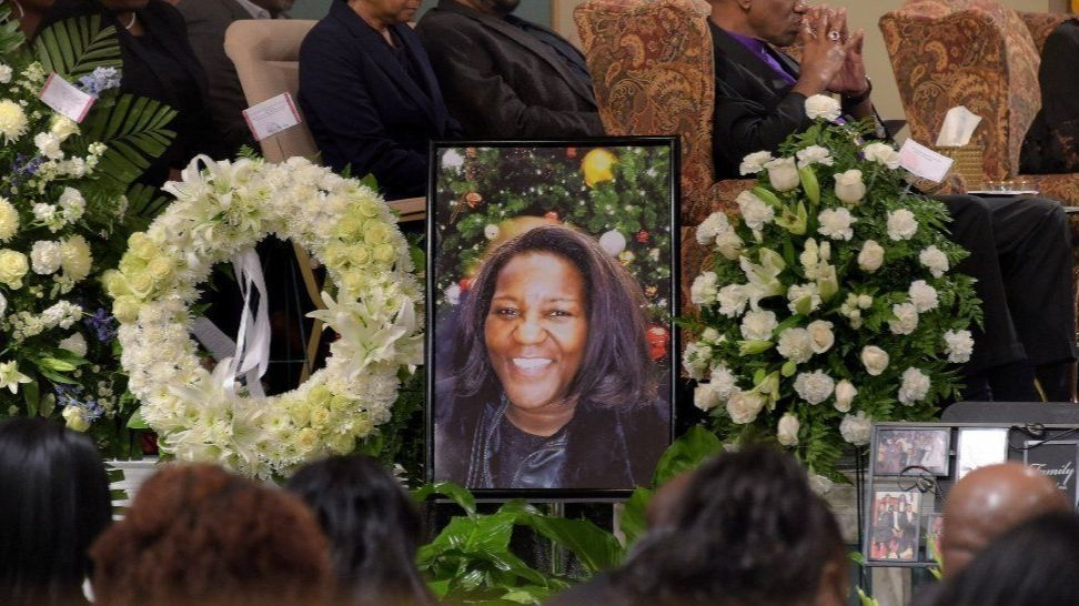 Mourners gather to remember Jacquelyn Smith and her last act of kindness