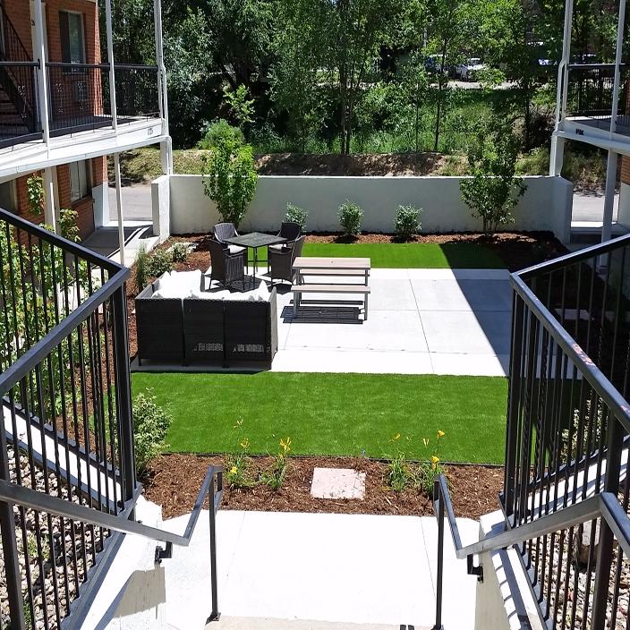 Patio deck artificial grass green turf concrete modern stairs