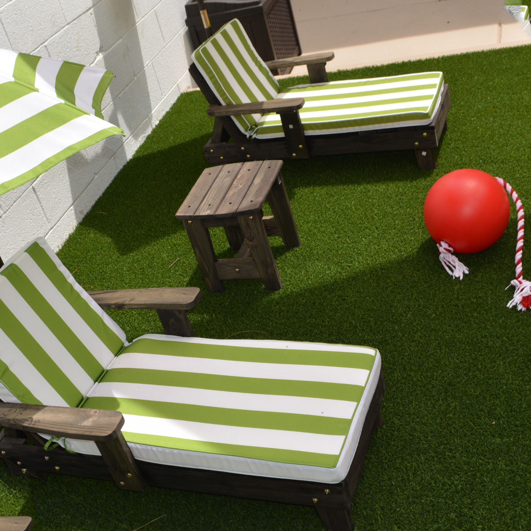 Backyard Designs with Synthetic Turf Sherman Oaks, California