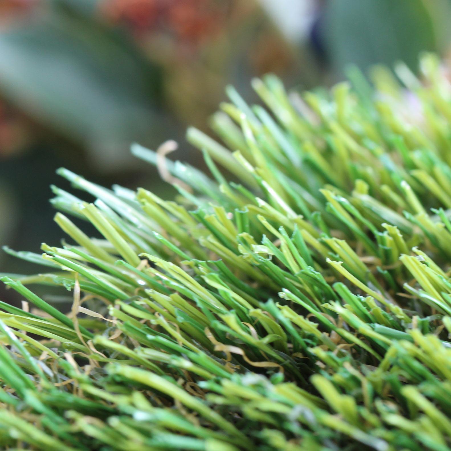 U Blade Shape artificial grass 80 oz.