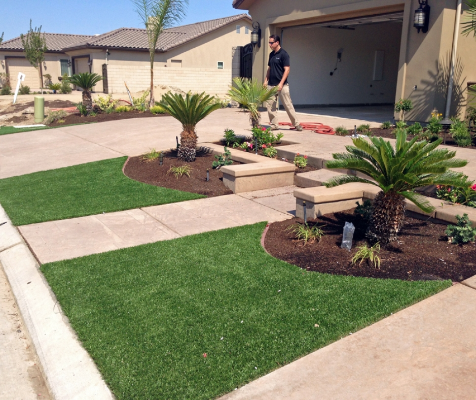Artificial Grass Front Yard in Fresno, California