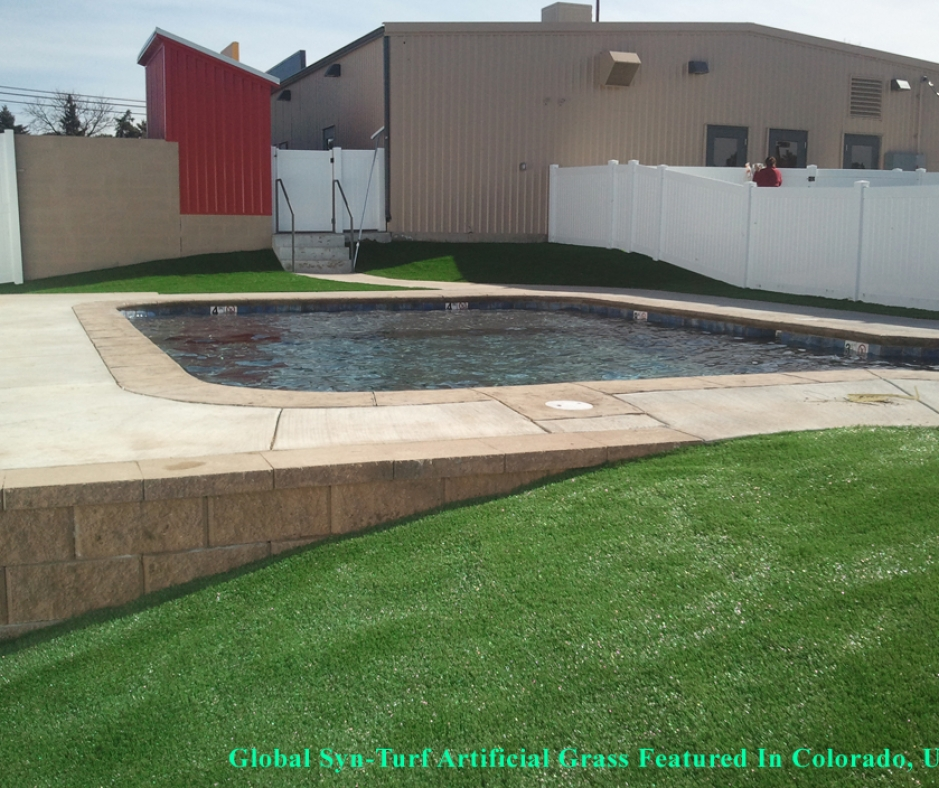 Backyard with swimming pool, artificial grass synthetic turf white venyl fence