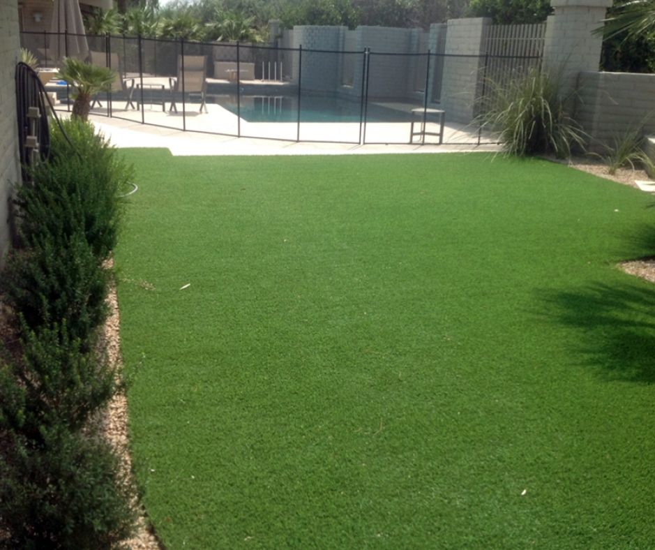 Synthetic grass by swimming pool green lawn artificial turf landscaping ideas landscape backyard yard garden