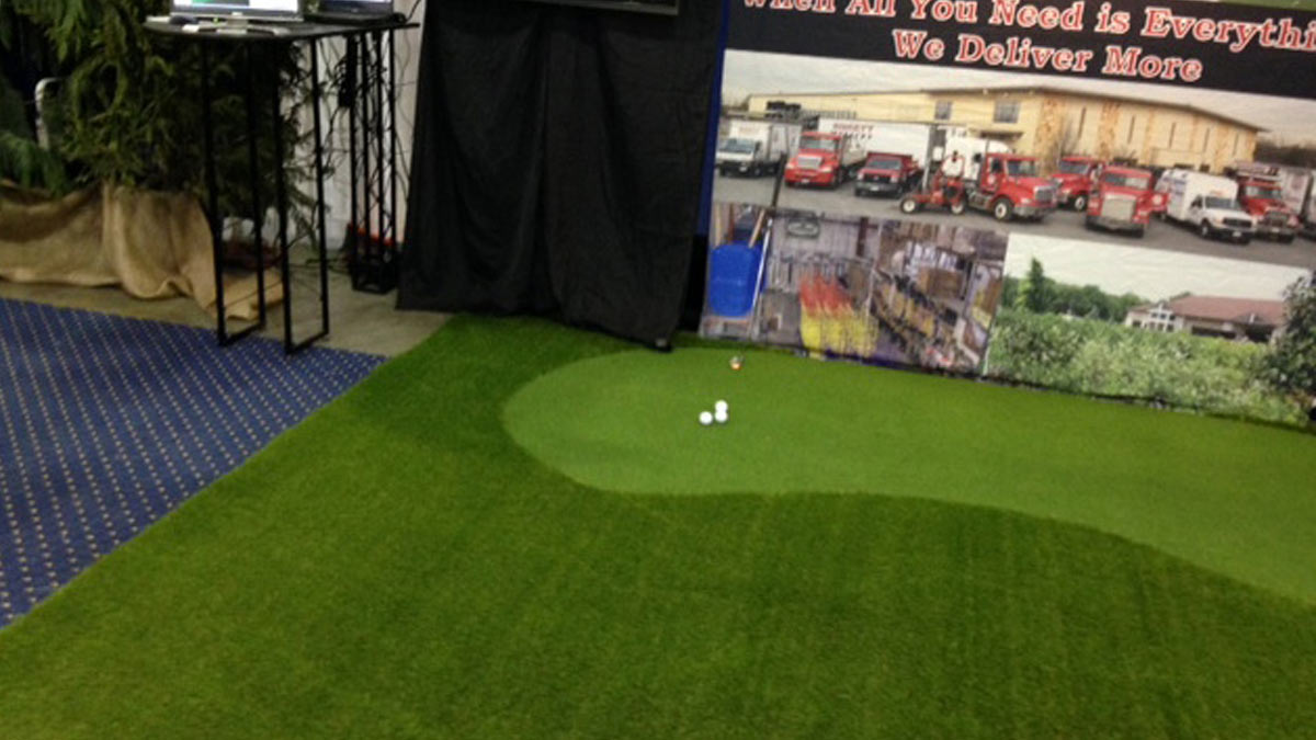 Putting Green Synthetic Turf showcase at conference