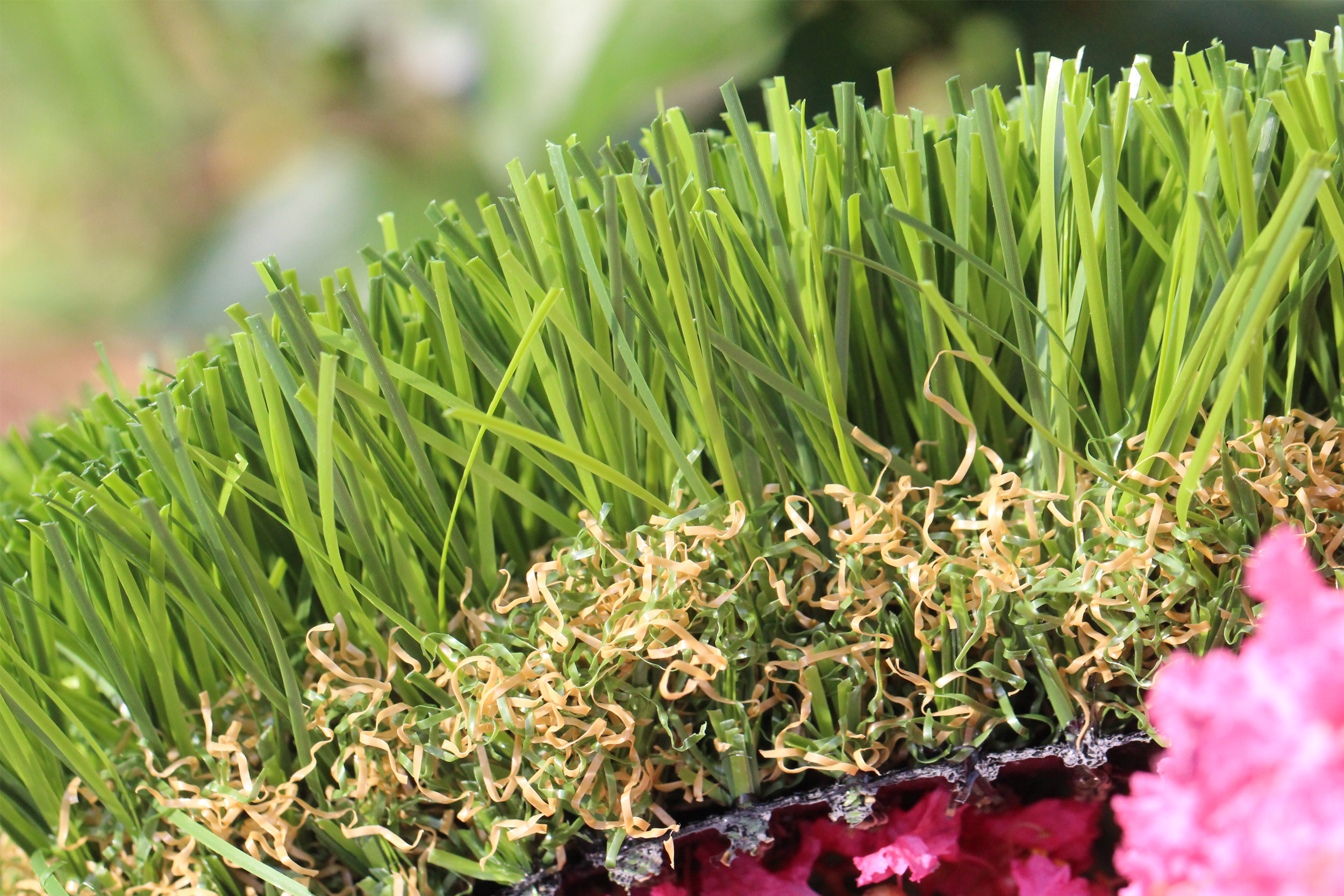 Artificial grass blades, thatching and backing - High Sierra
