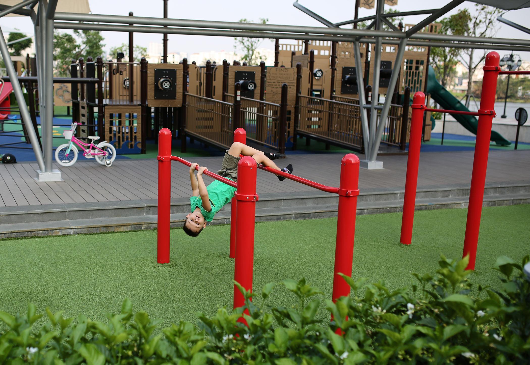 Artificial Grass Safe Kid Red Playground Set