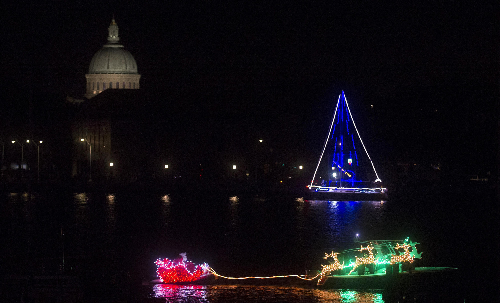 Eastport Yacht Club Lights Parade sparkles downtown Annapolis