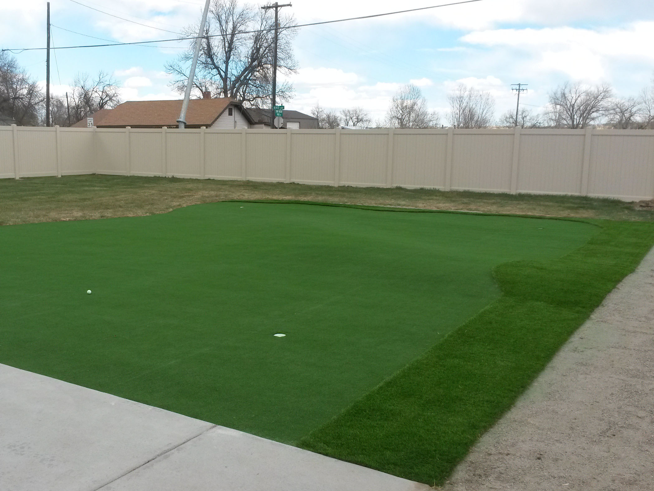 Synthetic Grass Putting Green in New South Memphis, Tennessee
