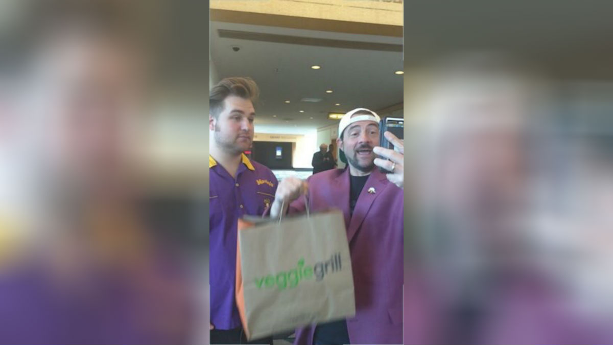 Kevin Smith Pays Twitter User $200 for Veggie Grill Delivery
