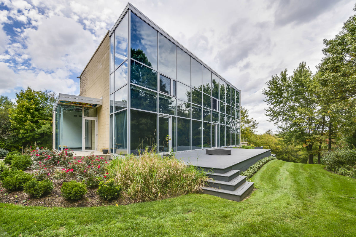 Ex-Bear Martellus Bennett Lists Long Grove Home for $1.25M