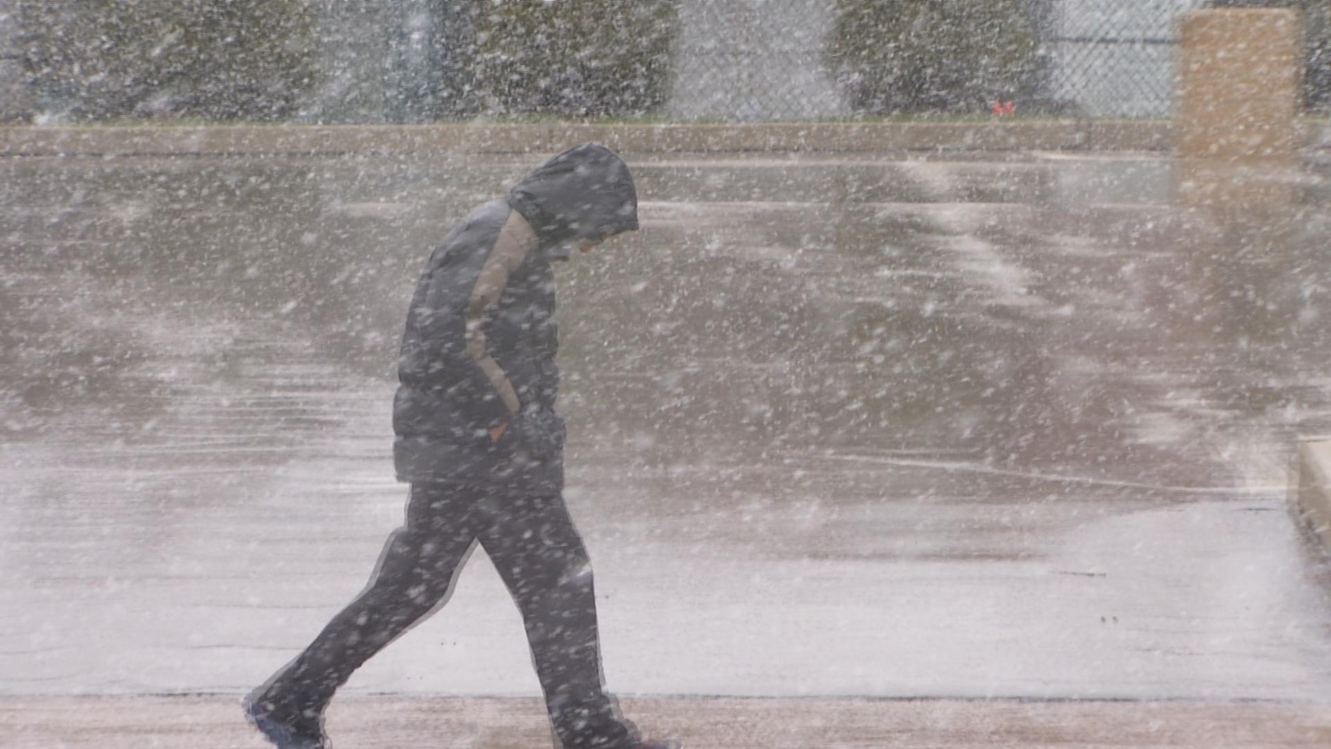 Chicago Area Wakes Up to Snow