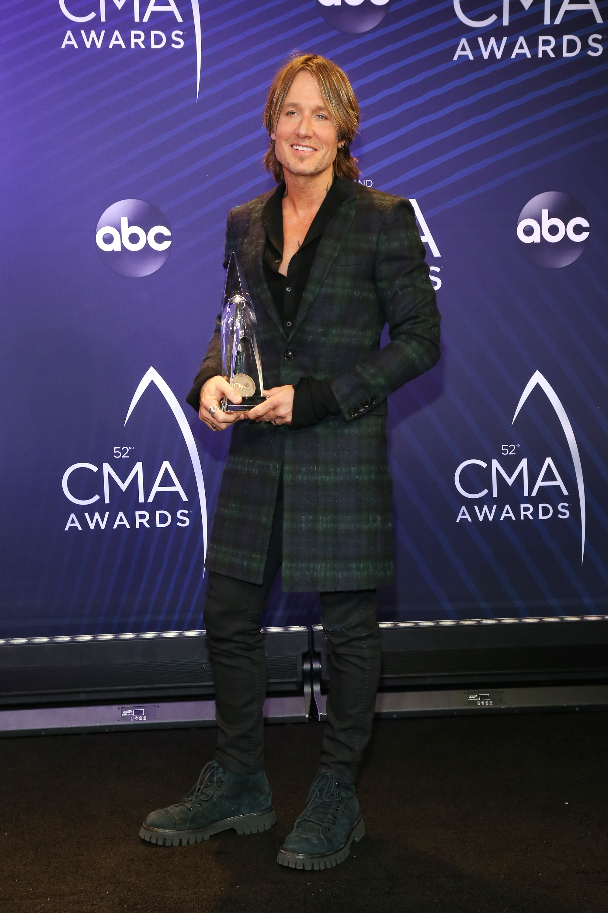 CMA Awards 2018: Backstage, Keith Urban talks Nicole, Garth Brooks talks Trisha and Carrie Underwood talks maternity clothes