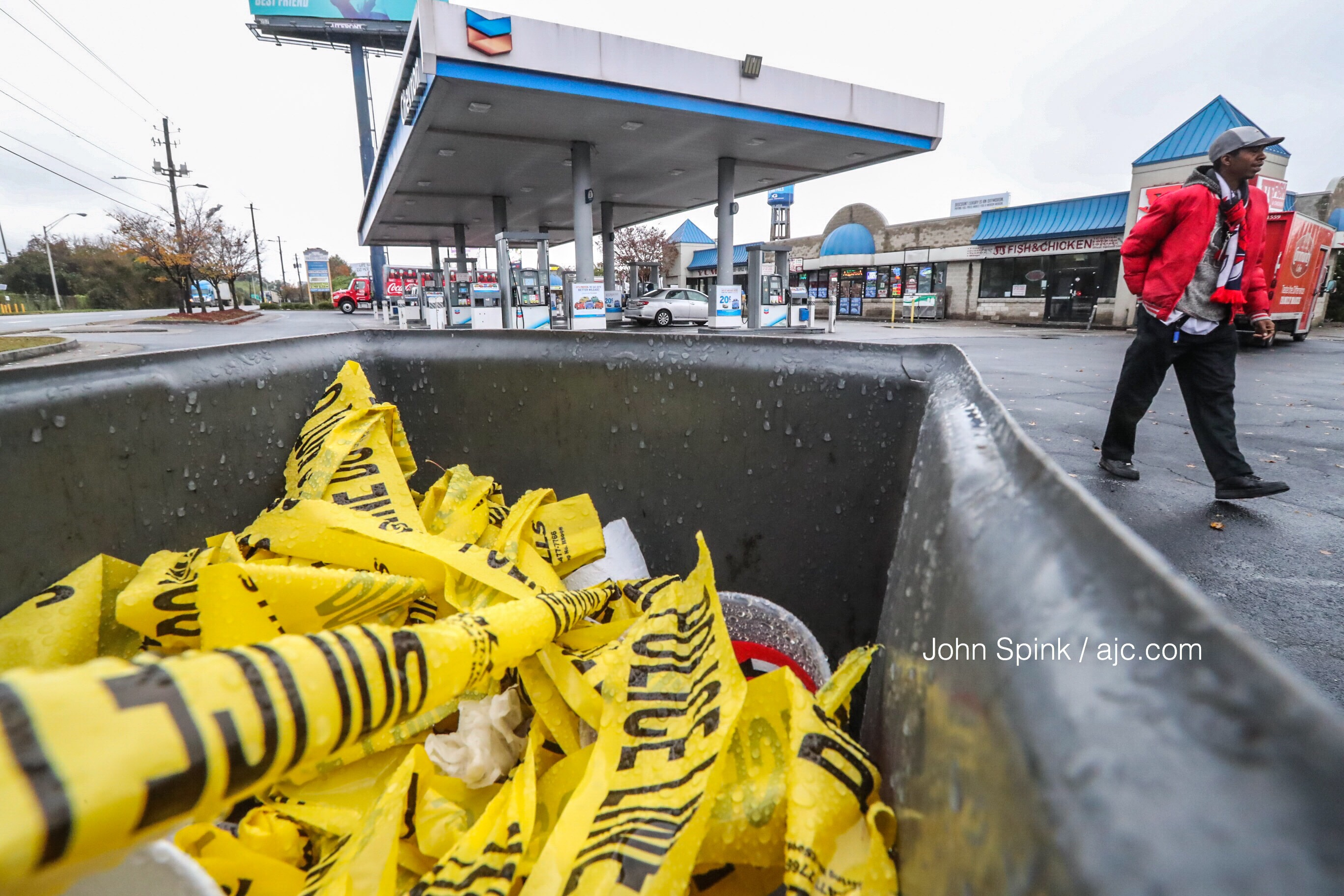 2 killed, 1 injured in shooting at southwest Atlanta gas station