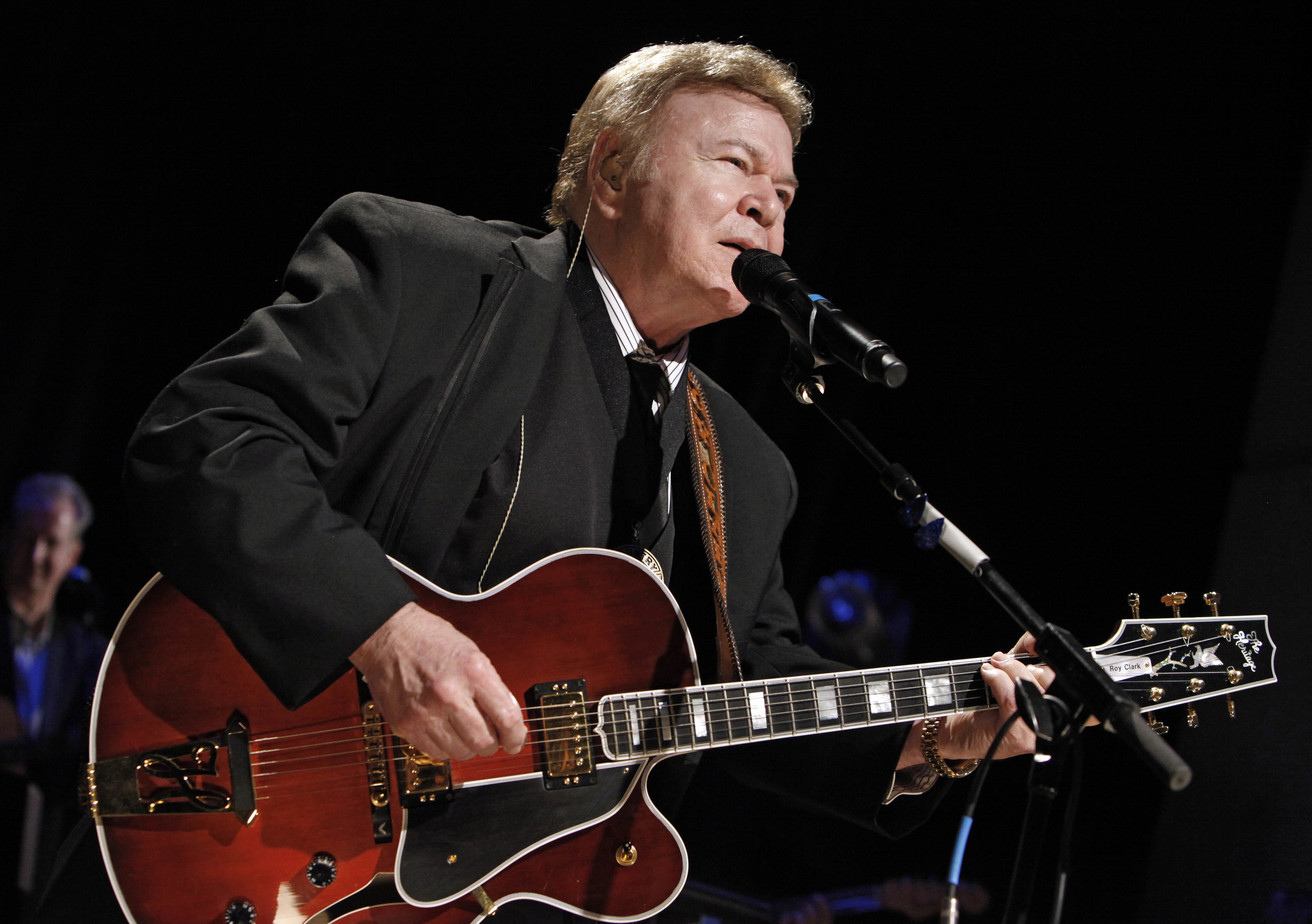 Roy Clark, country guitar virtuoso, Hee Haw star, has died
